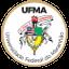 Imagem do Brasão universitário: um círculo dourado em forma de estreita moldura que envolve o escudo português esquartelado, um archote, um listel, uma corrente, um escudete e uma pena.  Na parte superior está a sigla UFMA e na parte inferior está escrito Universidade Federal do Maranhão